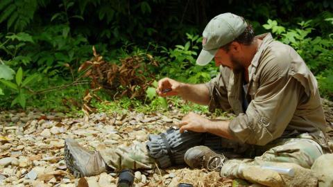 {S}05.{E}16. Verletzt im Dschungel