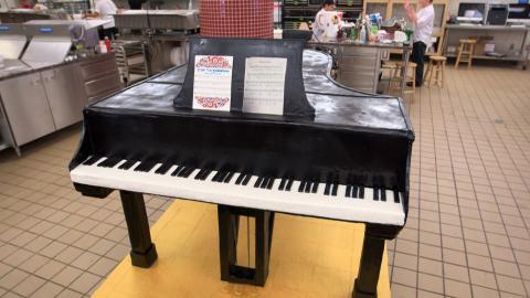 {S}08.{E}08. Ein Piano zum Vernaschen