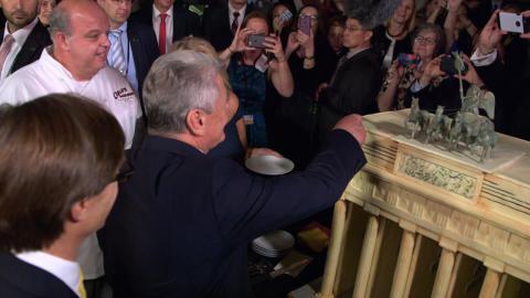 {S}08.{E}09. Ihre Torte, Herr Bundespräsident