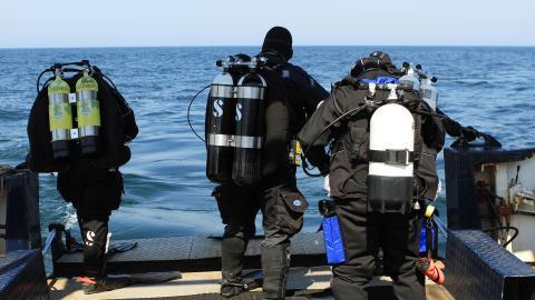 {S}01.{E}02: Mission U-Boot!