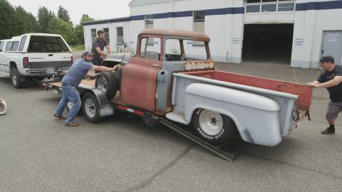 {S}01.{E}02: GMC Truck