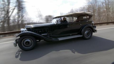 {S}09.{E}16. Roosevelts Packard