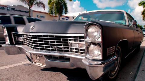 {S}01.{E}04: Shapiros Cadillac