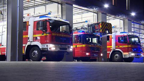 {S}01.{E}03: Hochhaus in Flammen
