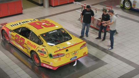 {S}01.{E}05: NASCAR-Träume