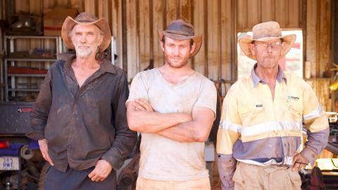 {S}03.{E}01. UK Miner in Town