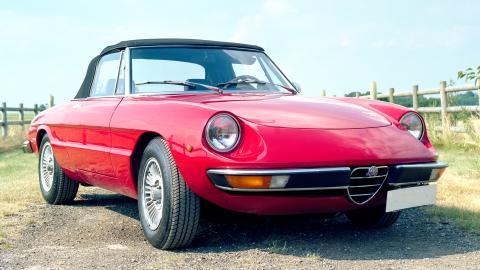 {S}01.{E}02: Alfa Romeo Spider