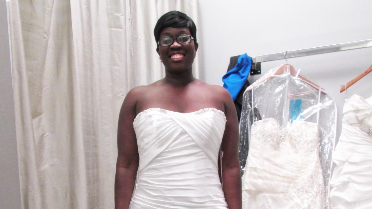{S}02.{E}04: Wedding Gown Showdown