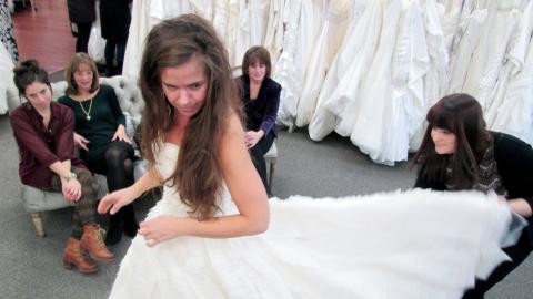 {S}03.{E}13: What a Bride Wants