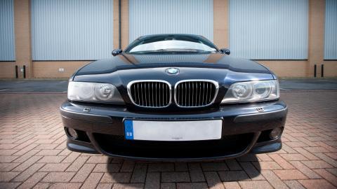 {S}09.{E}03. BMW M5