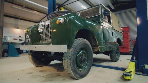 {S}01.{E}03: Land Rover