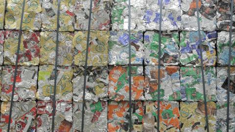 {S}14.{E}01: Aluminium Cans, Cuckoo Clocks, Paddleboards