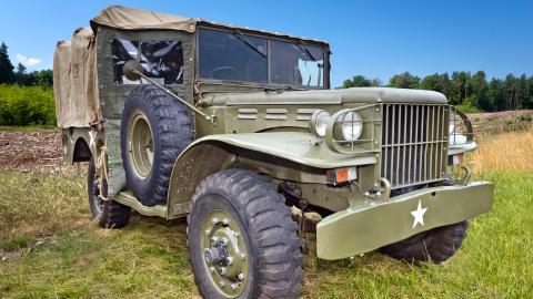 {S}01.{E}12. Jeep, Carillon Bell, Hudson Bay Axe