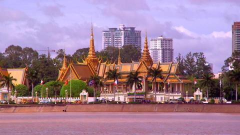 {S}01.{E}1904: Rückkehr nach Kambodscha