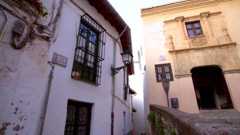 {S}01.{E}2001: Auf geht's in Granada