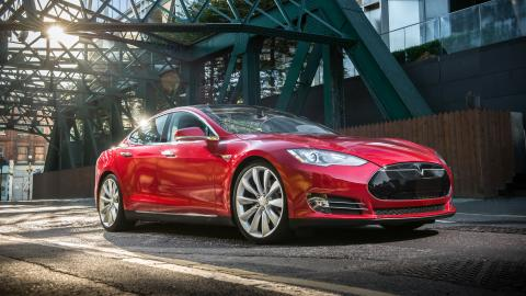 {S}02.{E}10: Tesla Model S