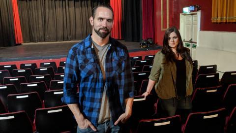 {S}01.{E}09: The Kenton Theatre