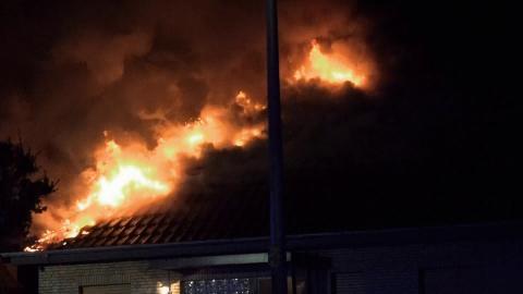 {S}02.{E}02: Feuer unterm Dach!
