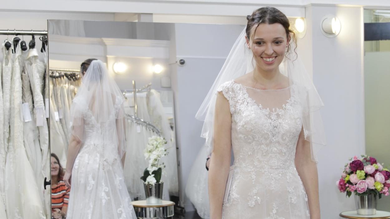 {S}01.{E}34: My Wedding My Dress