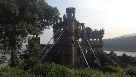 {S}02.{E}02: Bannerman's Castle Curse