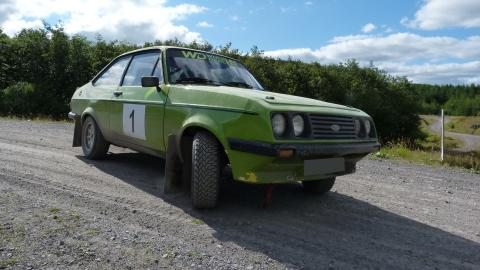 {S}12.{E}14. Ford Escort RS2000 Rally Car