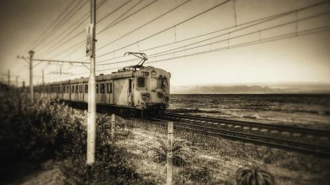 {S}01.{E}02: The Great Workhorses: Trains That Move Loads
