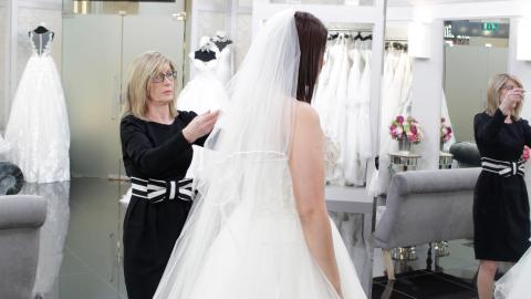 {S}02.{E}24. The Bride Vs Mum Show