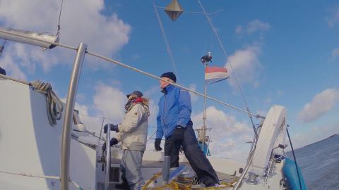 {S}02.{E}07. Hohe See gegen Hausboot