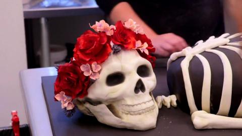 {S}02.{E}09. Ein Skelett zur Hochzeit