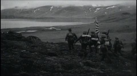 {S}01.{E}01: Schlacht im Pazifik