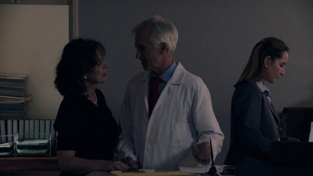 {S}03.{E}04: Der Arzt, dem die Frauen vertrauen