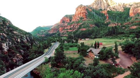 {S}03.{E}11. Die roten Berge Arizonas