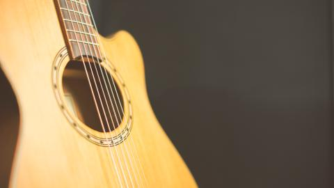 {S}04.{E}13: Bottlecans, Acoustic Guitars, Lighters, Buckeye Candies