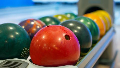 {S}04.{E}15: Bowling Balls, Power Tools, Mouth Guards, Harmonicas
