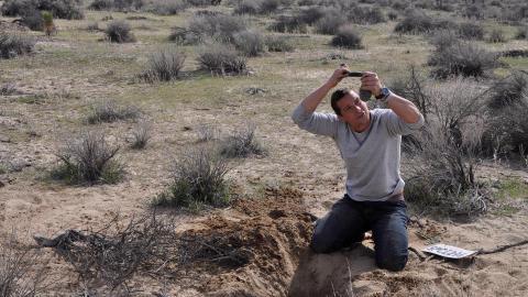 {S}01.{E}07: Verloren in der Wüste