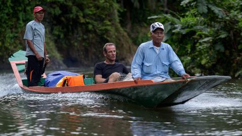 {S}01.{E}06: Borneo