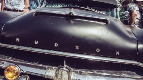 {S}06.{E}01: Hudson Hornet