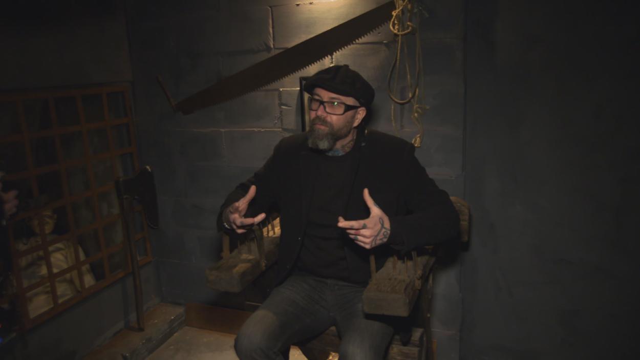 {S}01.{E}10: Das Foltermuseum