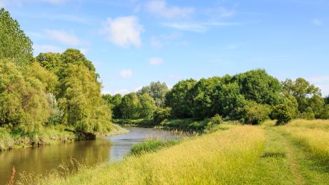 {S}01.{E}04: River Ouse - Lower