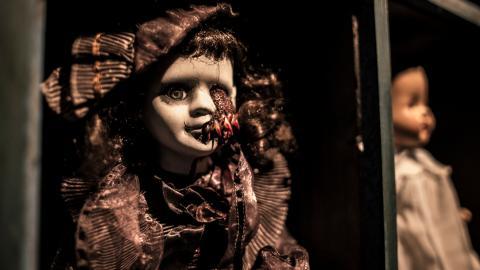{E}01: Robert The Doll And The Dibbuk Box