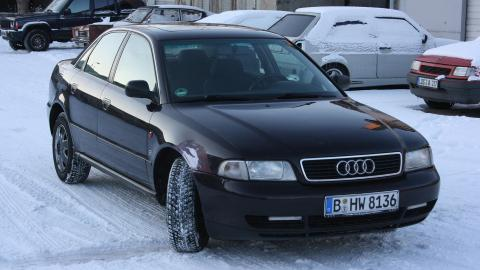 {S}03.{E}02: Der Astronauten-Audi