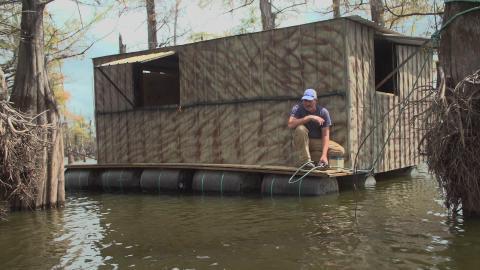 {S}08.{E}10: Nervenflattern in Louisiana