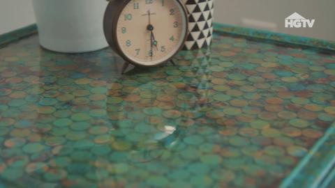 DIY: So zauberst du aus alten Münzen ein hübsches Tischchen