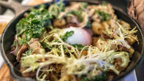 {S}01.{E}06. Duck Salad