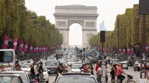 {E}03: Paris