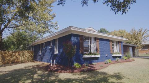 {S}01.{E}03: Das blaue Haus