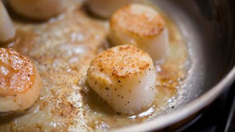 {S}01.{E}31. Sticky Pan-Fried Scallops