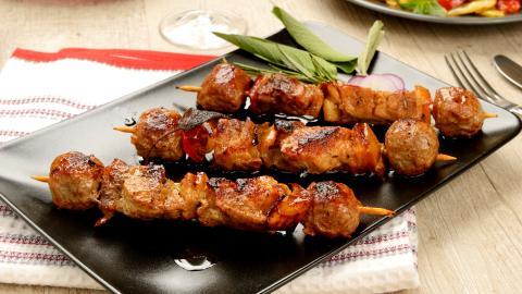 {S}01.{E}34. Chicken Skewers