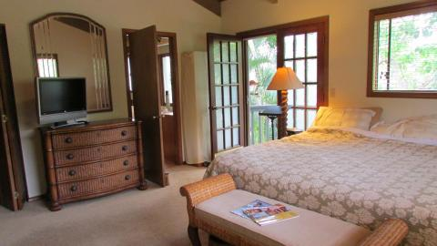 {S}02.{E}12. Bed And Breakfast On Maui