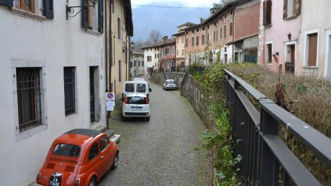 {S}123.{E}12. Social Challenges In Italy